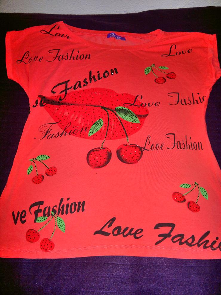 Farbenfrohes, bedrucktes Shirt mit Strass