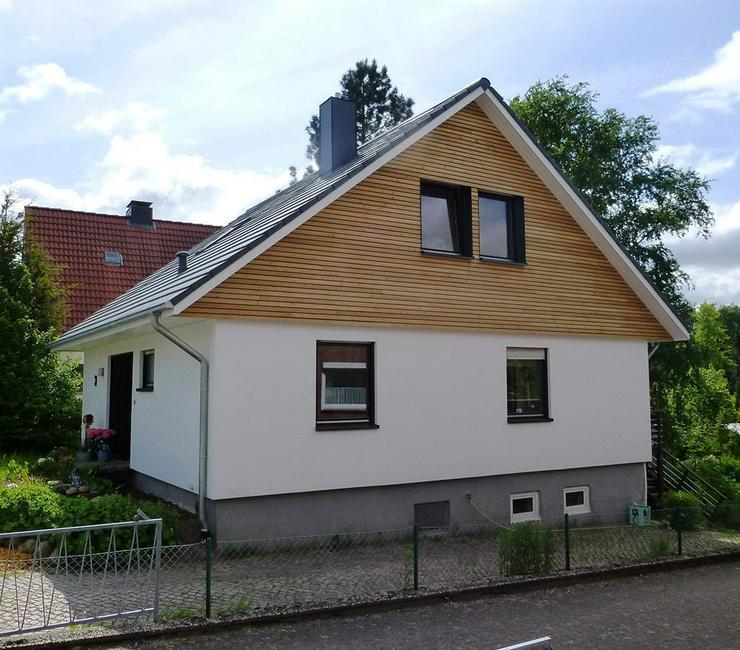 Holzfassade Fassade Dachüberstand Giebel