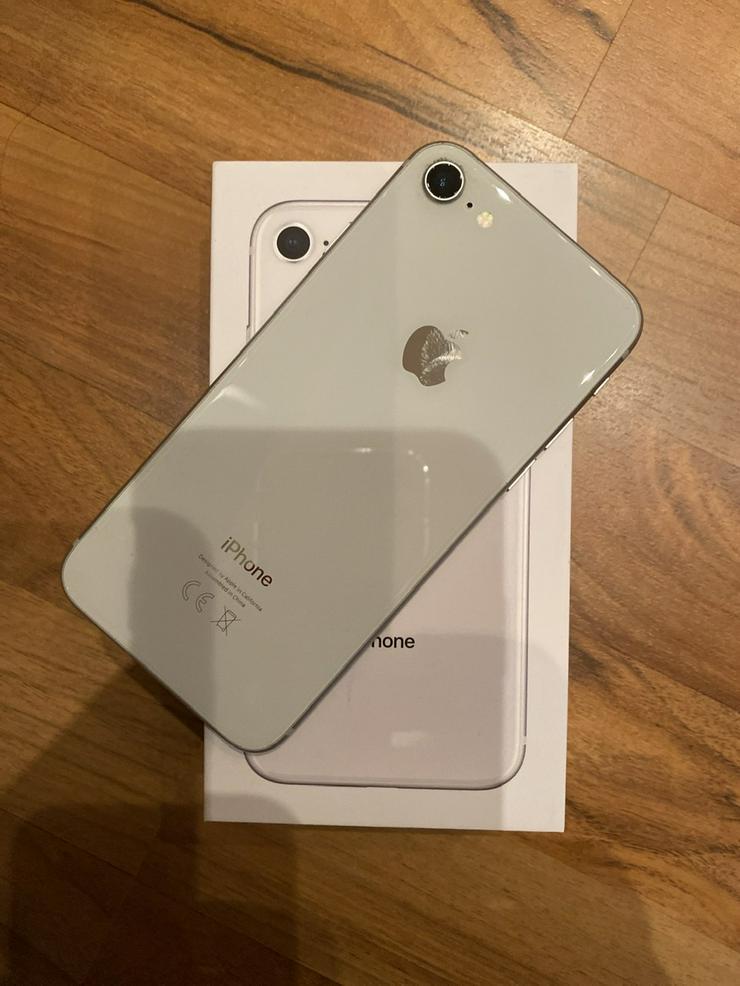 iPhone 8, 64 GB, silber, wie neu