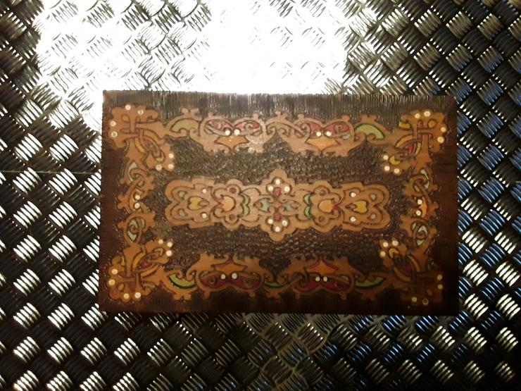 Holz - Schatulle  / Schmuckkästchen  / Truhe mit geschnitzten Motiven im sehr guten Zustand