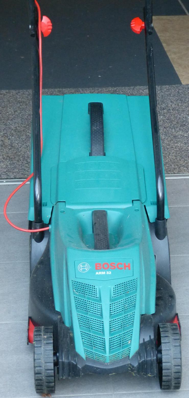 Bild 3: Rasenmäher Bosch ARM 32 – kraftvoll und handlich