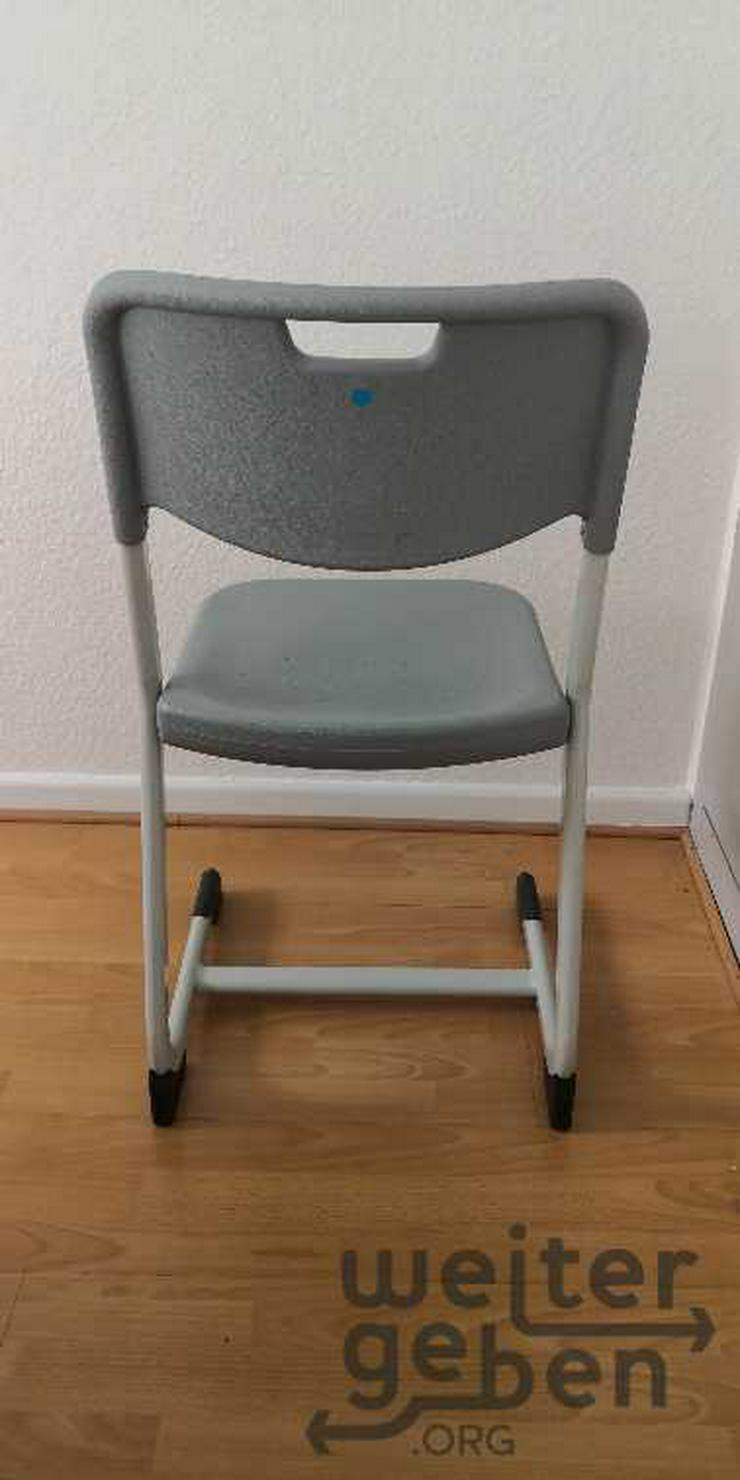 Bild 3: Köln: 9x stapelbare Stühle