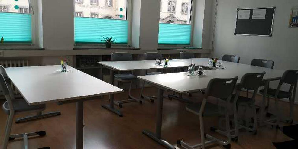 Bild 4: Köln: 9x stapelbare Stühle