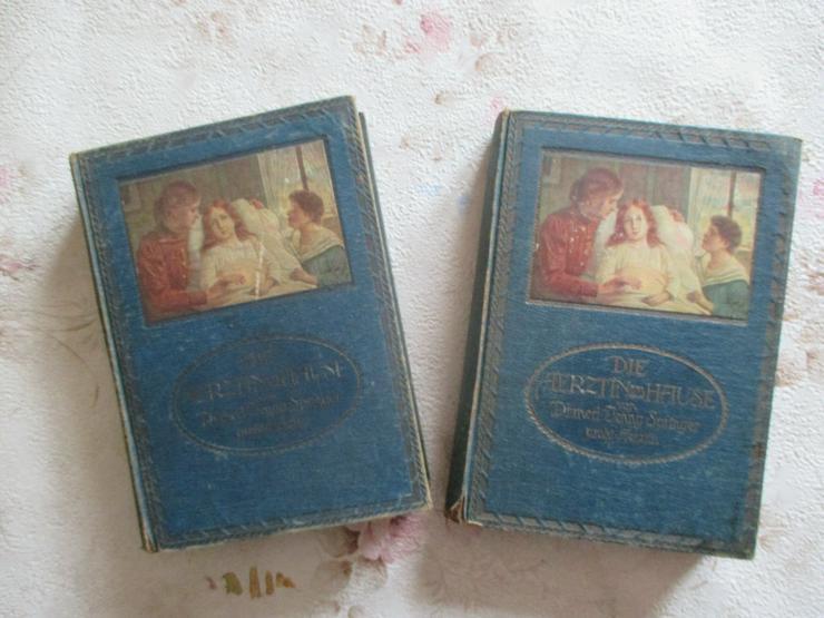 """Bild 2: """"Die Aerztin zu Hause"""", 2 antiquarische Bücher"""