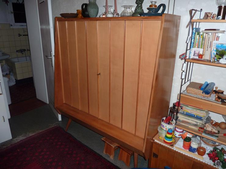 Set: Geschirrschrank und Sideboard, Kirschbaum mit Ahornfronten