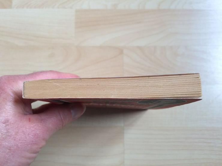 """Bild 5: Taschenbuch """"Bei den drei Eichen"""" v. Edgar Wallace"""