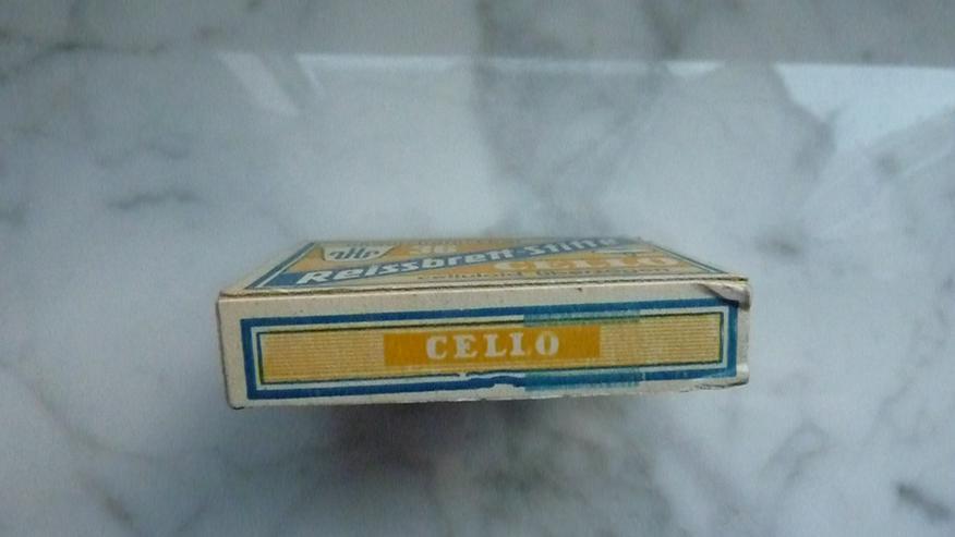 Bild 3: Pappschachtel mit Cello-Reissbrett-Stiften