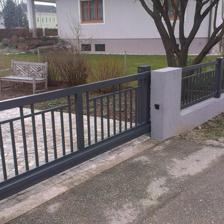 Bild 6: Metalltreppen zur Terasse, zum Garten, aus  Polen mit Momntage