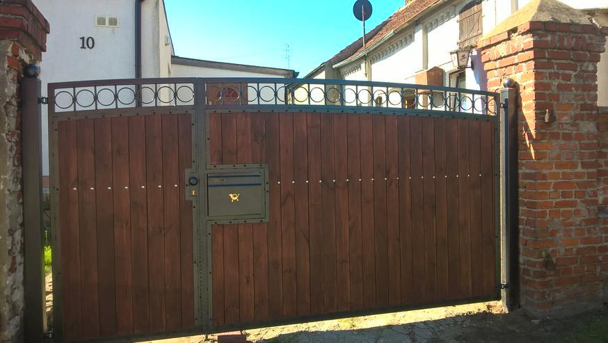 Bild 5: Metalltreppen zur Terasse, zum Garten, aus  Polen mit Momntage