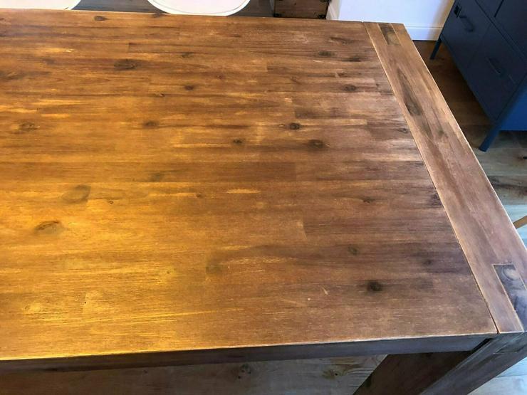 Esszimmertisch Holz braun mit 6 weißen Esszimmerstühlen