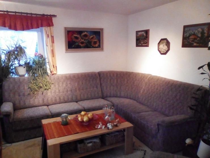 Sehr gut erhaltene Eck-Couchgarnitur mit 2 ausziehbaren Fernsehsessel