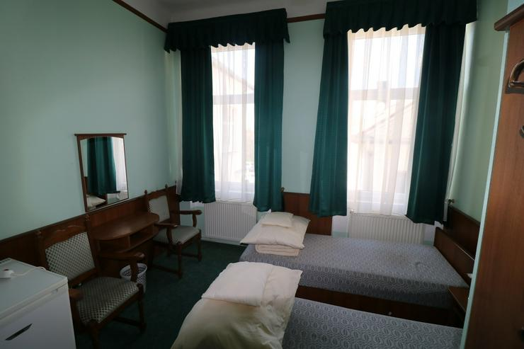 Bild 6: Kiskőrös, Ungarn: Hotel und Restaurant