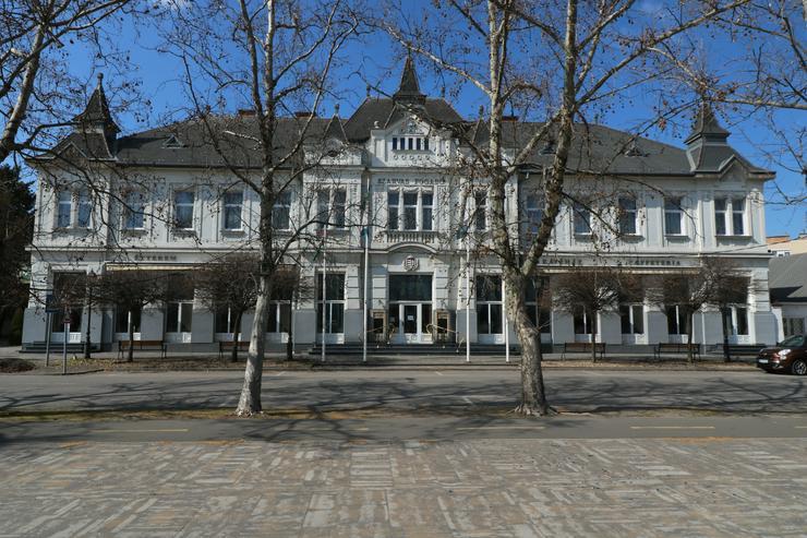 Kiskőrös, Ungarn: Hotel und Restaurant - Gewerbeimmobilie kaufen - Bild 1