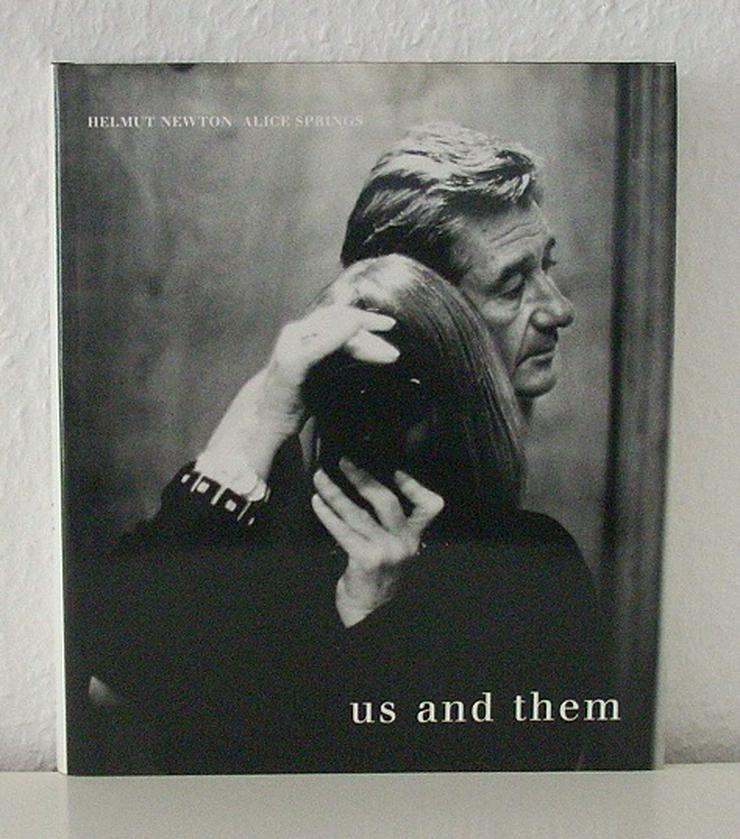 Helmut Newton / Alice Springs - us and them - 1999 - 3-908247-10-1 - Buch Bildband