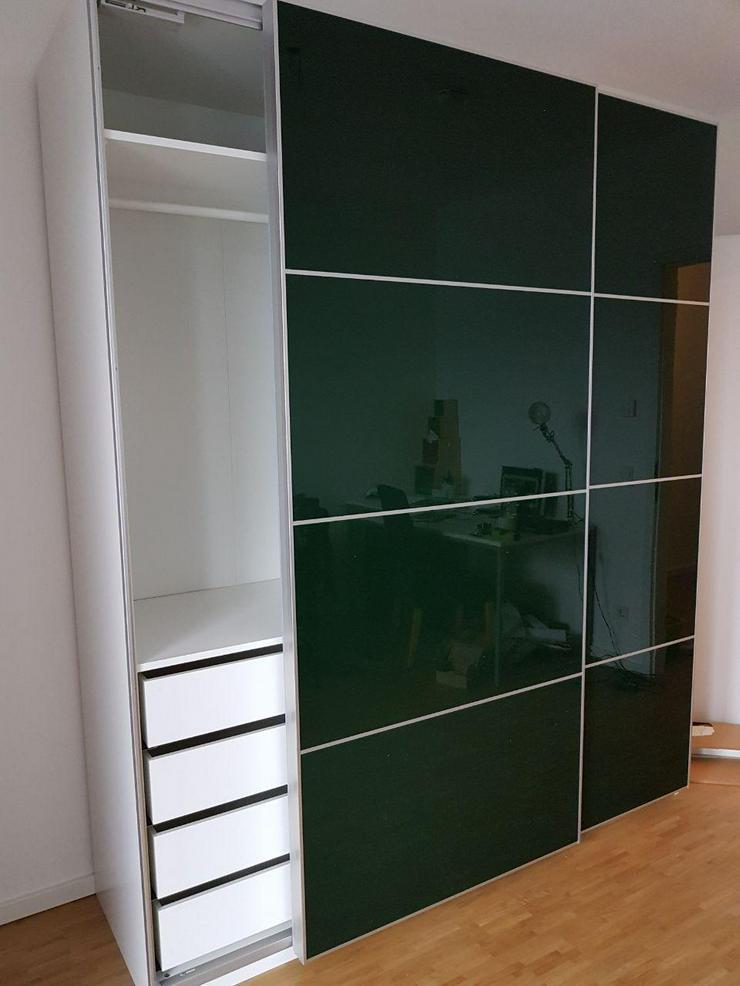 Bild 2: Möbelmontage Möbelaufbau IKEA Pax Kleiderschrank Schrankmontage Task Rabbit Essen