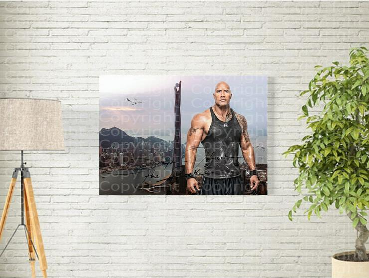 DWAYNE JOHNSON in Hongkong. Kunstdruck 45x30 cm. Souvenir.Raritär. MUSS MAN HABEN! - Figuren & Objekte - Bild 1