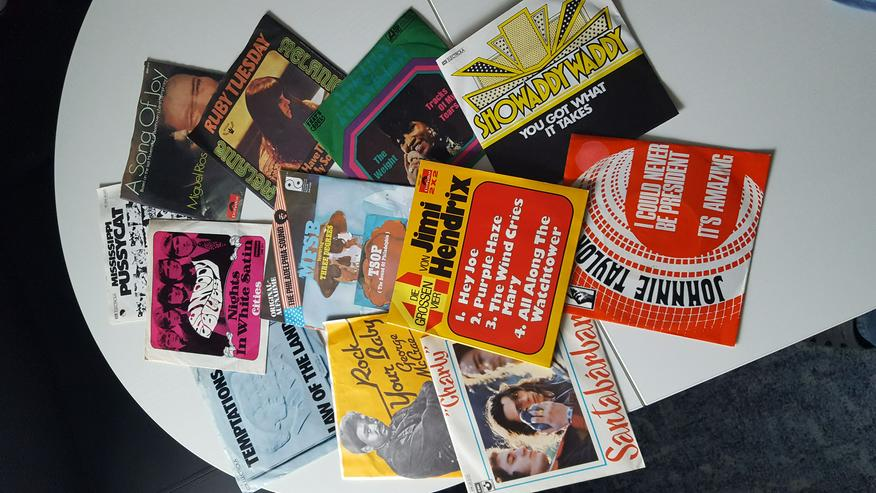 20 SINGLES z.B. Jimi Hendrix, George Mcrae, Aretha Franklin, Temptations,The Moody Blues
