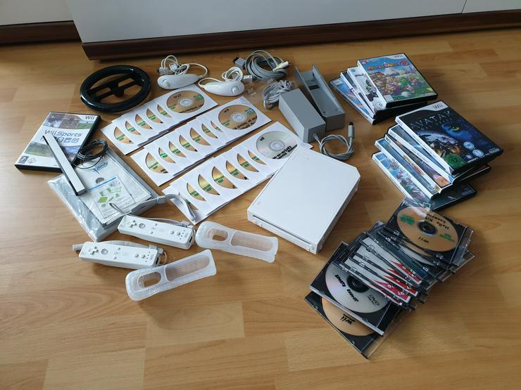 Wii Konsole Weiss + 2 Nunchuk + 2 Remote + 1 Lenkräder