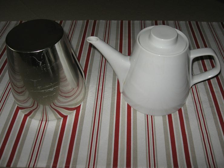 Bild 5: Melitta Warmhalte- Kaffee- und Teekanne, mit Milchkännchen, ca. 50 Jahre alt, Porzellan mit Isolierhaube,