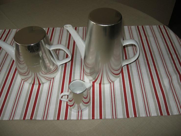 Bild 1: Melitta Warmhalte- Kaffee- und Teekanne, mit Milchkännchen, ca. 50 Jahre alt, Porzellan mit Isolierhaube,