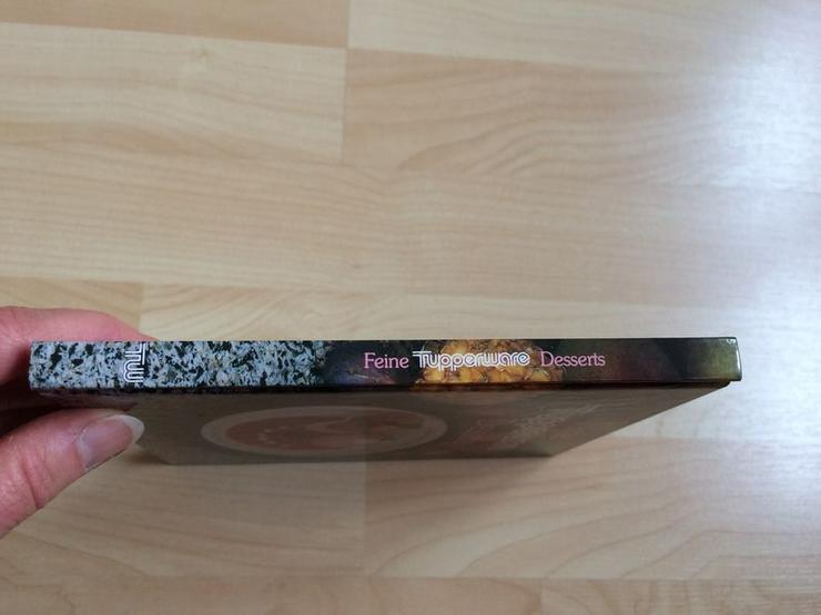 """Bild 5: Tupperware-Kochbuch """"Feine Desserts"""""""