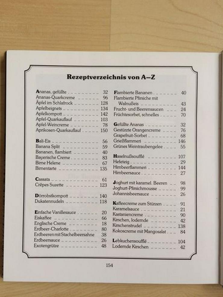 """Bild 3: Tupperware-Kochbuch """"Feine Desserts"""""""