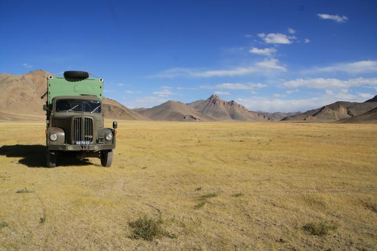 Bild 4: LKW Expeditionsmobil Saurer 2DM Allrad mit Dornier FM2 shelter