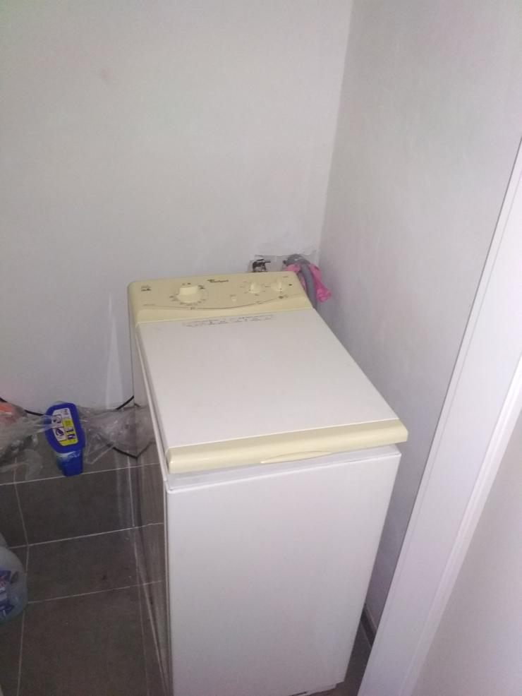 Ich verkaufe einen Kühlschrank, eine Waschmaschine und einen Elektroherd