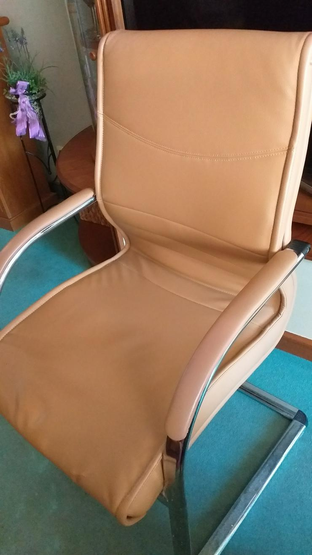 Stuhl mit Armlehnen zu verkaufen