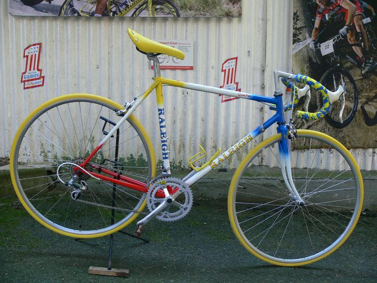 Straßenrennrad von RALEIGH , mit 12 Gang von SHIMANO - 105