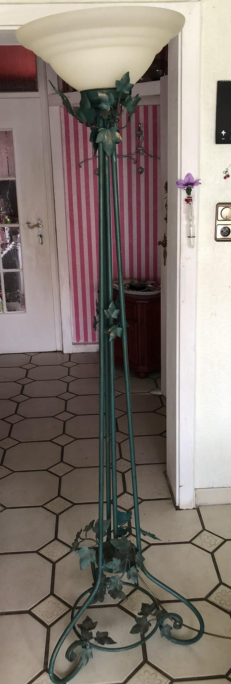 Vintage Dtehlampe mit floralem Design