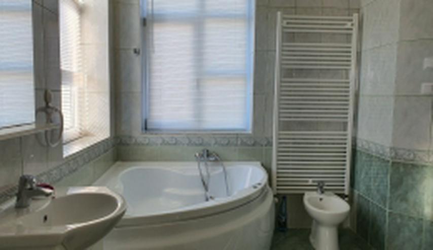 Bild 6: Neuwertige Villa mit zehn Zimmern in Rumänien
