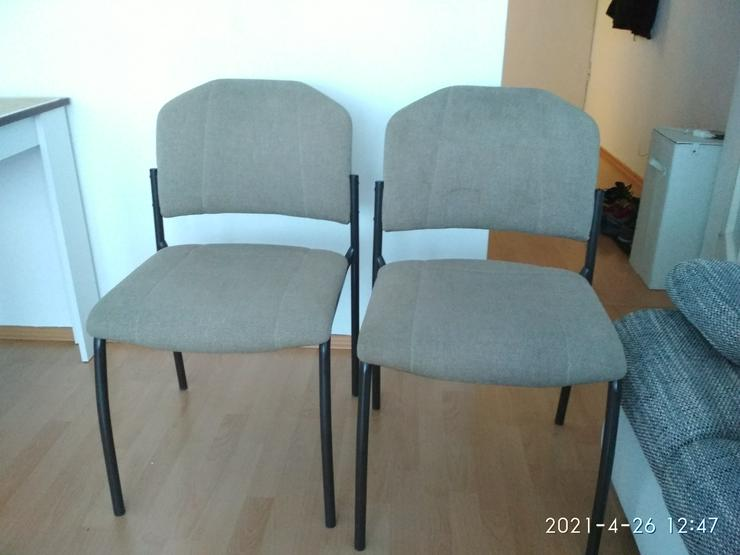 2 Stühle 1 Puf