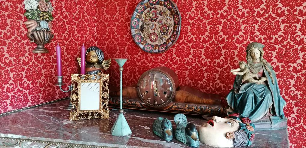Haus-Flohmarkt Bilder, Möbel, Teppiche, Nippesfiguren und andere Haushaltsgegenstände