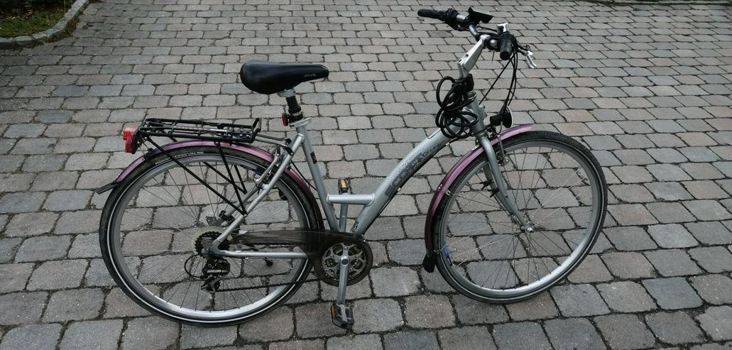Zwei gebrauchte Fahrräder, Damenräder