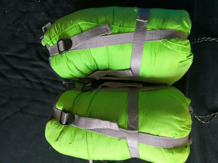 2 Isomatten und 3 Schlafsäcke