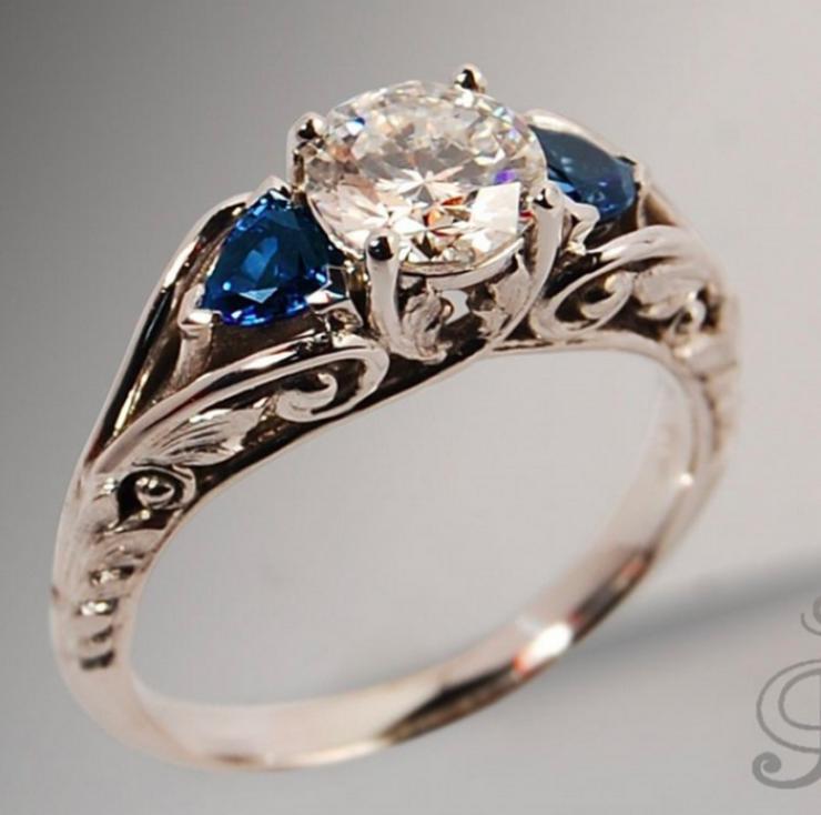 Neu! Princess Cut Diamant & Saphir Ring in Vintage Stiel