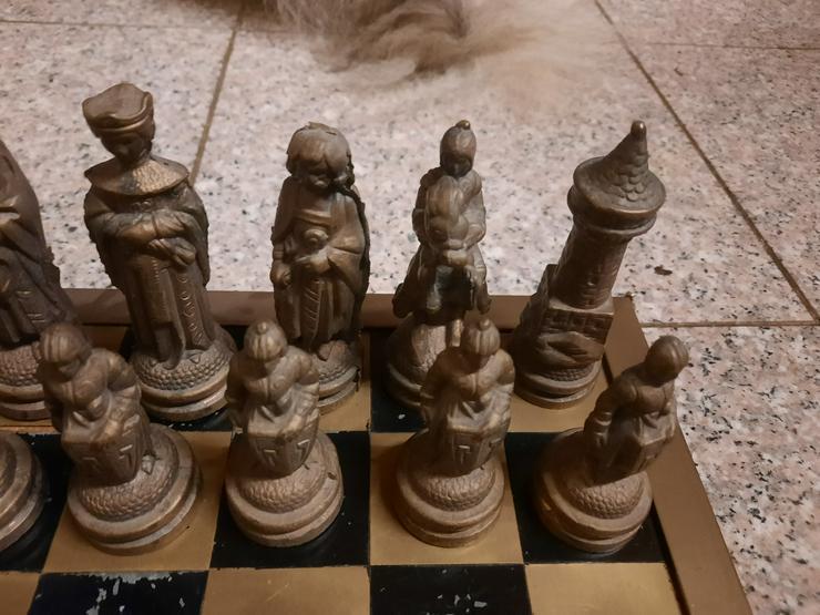 Bild 9: Schachfiguren aus Bronze - RARITÄT