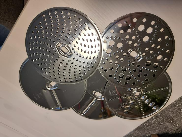 Bild 11: Küchenmaschine Bosch MUMX mit viel Zubehör
