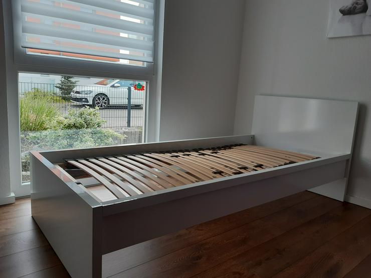 Bild 5: Einzelbett mit verstellbarem Lattenrost