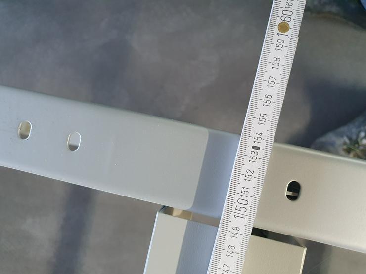 Bild 6: Büro Tisch Gestelle, Tischplatten