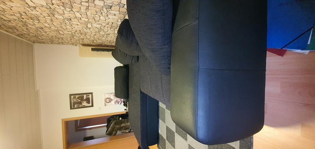 Bild 4: Couch schwarz