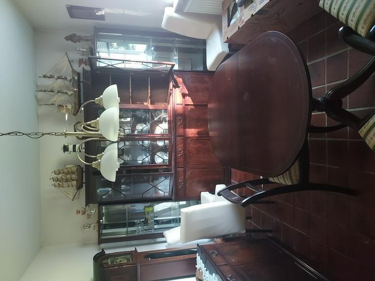 Esszimmer mit Vitrine und Sidebord Tisch und Stühle  - Schränke & Vitrinen - Bild 1