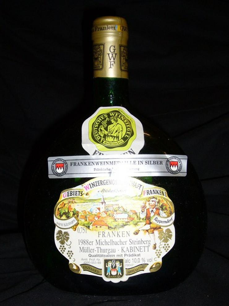 Weißwein-Flaschen aus den 70er & 80er Jahren