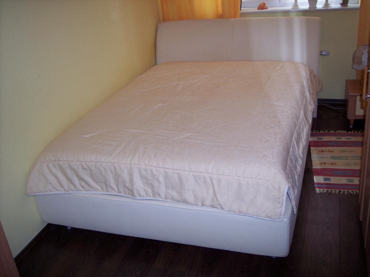 Bett (Polsterbett) 140 x 200 mit Bettkasten und Tagesdecke