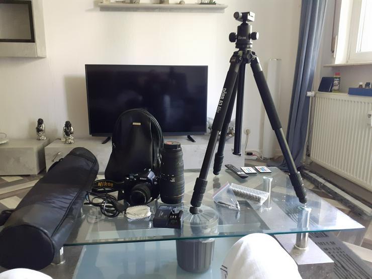 Nikon D40X mit Zubehoer z.B Ersatzakku,Objektiv,Stativ,Taschen