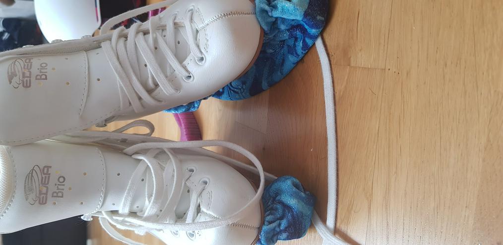 Bild 3: Ice Skates shoes and snow helmet