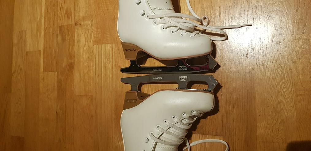 Bild 6: Ice Skates shoes and snow helmet