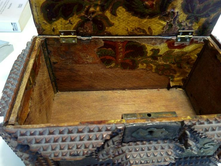Bild 4: Kästchen antike 19 j.H. 70 €