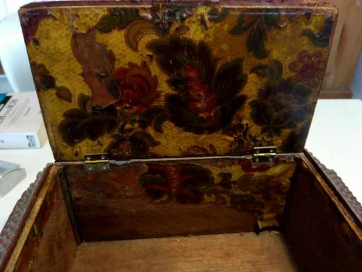 Bild 5: Kästchen antike 19 j.H. 70 €